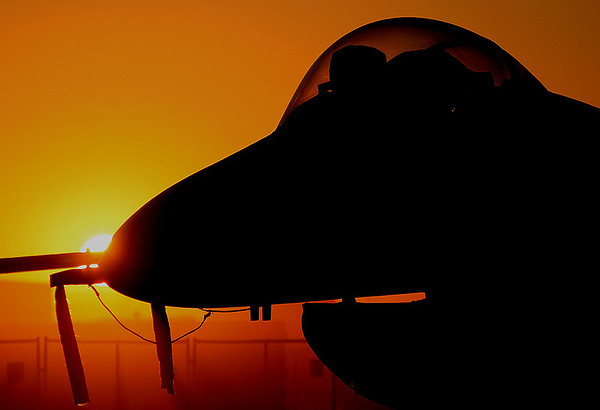 F-16C Fighting Falcon at sunrise.