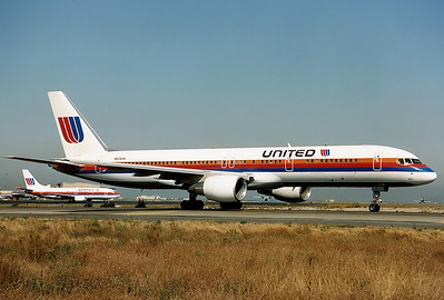 United Airlines Boeing 757-222 San Francisco - International (SFO / KSFO) USA - California, October 1991 N524UA (cn 24977/331) Only a few months after delivery this 757 is proudly presenting the old colourscheme of United shortly before take off RWY 01R.