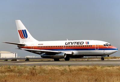 United Airlines Boeing 737-222  San Francisco - International (SFO / KSFO) USA - California, October 1991 Reg: N9039U Code: 9539 Cn: 19077/103